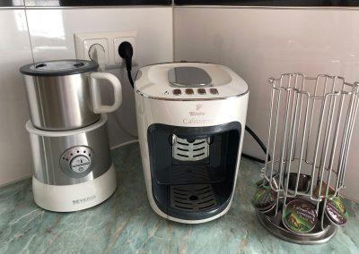 Villa-Hasi-Espressomaschine-mit-Milchschaeumer