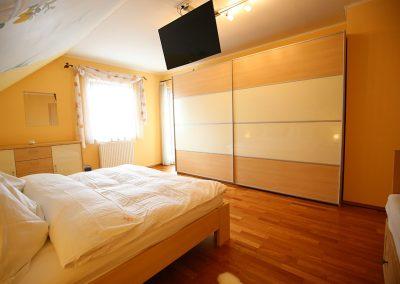 Villa-Hasi-Masterbedroom