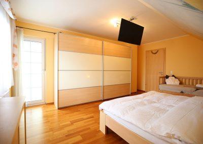 Villa-Hasi-Masterbedroom-mit-Balkon